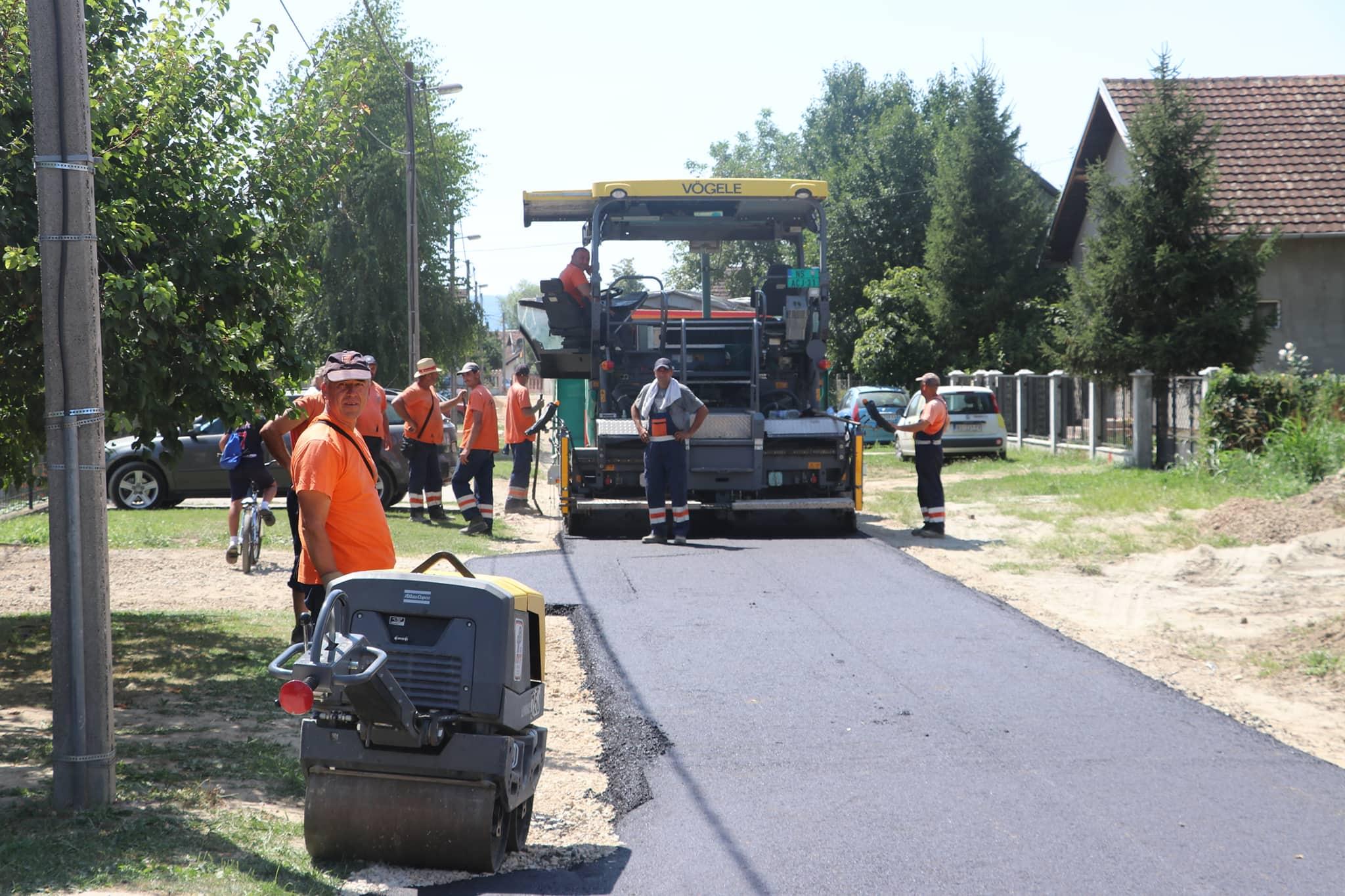 Напредују радови на асфалтирању улица на Видовданском насељу